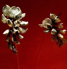 JAR (Joel Arthur Rosenthal)~ Wisteria earrings, 2010 Sapphires, diamonds, silver, gold