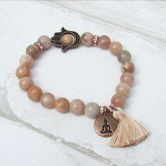 find us here-> https://lacaravanetzigane.com/ Bracelet bohème avec pompon perles de pierres par LaCaravaneTzigane