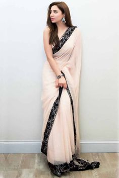 Sari design Clothes for Kids 👕 Trendy Sarees, Stylish Sarees, Fancy Sarees, Party Wear Sarees, Simple Sarees, Chiffon Saree Party Wear, Dress Indian Style, Indian Dresses, Indian Outfits
