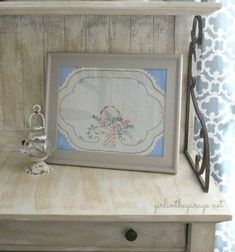 Repurpose shabby chic vintage hankies with this clever DIY projects. Vintage Crafts, Shabby Vintage, Upcycled Vintage, Vintage Linen, Vintage Stuff, Repurposed, Embroidery Designs, Vintage Embroidery, Retro Fabric