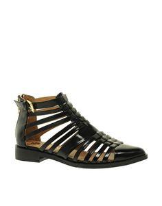 Imagen 1 de Zapatos de estilo gladiador con múltiples correas Pappy de River Island