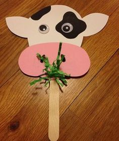 9 Amazing Cow Crafts And Ideas For Kids And Preschoolers Here are the top 9 Cow Craft ideas for kids and preschoolers. Cow crafts are perfect crafts to show kids how a cow looks like. Farm Animal Crafts, Animal Crafts For Kids, Toddler Crafts, Art For Kids, Farm Theme Crafts, Cow Craft, Farm Activities, Daycare Crafts, Classroom Crafts