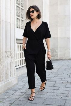 Women's Sandals - - Simple black jumpsuit with mini bag and strappy sandals 20 Simple Summer Outfits For The Minimal Girl Simple Black Outfits, Simple Summer Outfits, Simple Ootd, All Black Outfits For Work, All Black Outfit Casual, Everyday Outfits Simple, Casual Man, Summer Shoes, Look Street Style