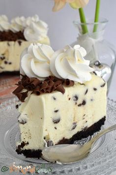 No Bake Chocolate Chip Cheesecake delicious cheesecake simply chocolate cake best cheesecake; best no bake cheesecake cold cheesecake dessert recipe Best No Bake Cheesecake, Chocolate Chip Cheesecake, Cheesecake Desserts, Oreo Dessert, Dessert Drinks, Baking Recipes, Cookie Recipes, Dessert Recipes, White Chocolate Desserts