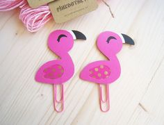 Beautiful Flamingo Planner Clip perfect as bookmark, page marker and for give a cute touch to your planner!!  Size - 6,5 cm long (without jumbo paper
