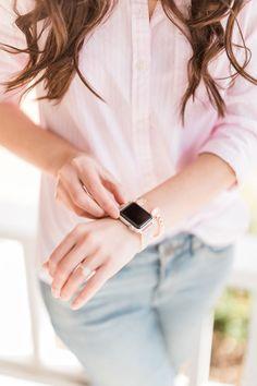 How to Wear Girlfriend Jeans: Casual Girlfriend Jeans Outfit Rose Gold Apple Watch, Apple Watch Bands, Kendra Scott Bracelet, Cute Fashion, Preppy Fashion, Gold Statement Earrings, Girlfriend Jeans, Southern Marsh, Southern Tide