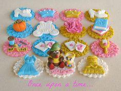 Decoraciones de panquecitos para fémina de Lynlees Petite Cakes.