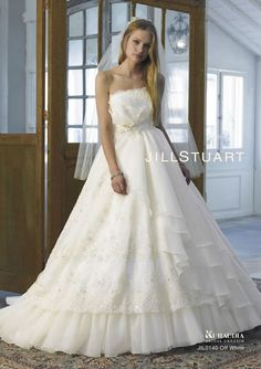 ウェディングドレス|ブライダルコレクション|JILLSTUART WEDDING[ジル スチュアート ウェディング]