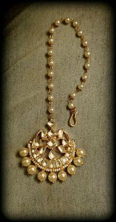 Indian Jewelry Sets, Indian Wedding Jewelry, Bridal Jewelry Sets, Indian Accessories, Bridal Jewellery, Gold Jewellery, Head Jewelry, Jewelry Design Earrings, Jewelry Art