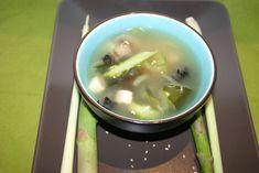 """Après avoir confectionné plusieurs fois des makis, voici ma première soupe miso ! Et malgré mes appréhensions...un régal ! (validé par Monsieur et par 3 amis !) J'ai légèrement modifié la recette de base pour avoir une soupe un peu plus """"consistante""""..."""