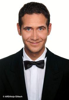 Claus Thull-Emden als Butler Justus Stiehl l Klickt auf das Bild und erfahrt mehr zu Justus!