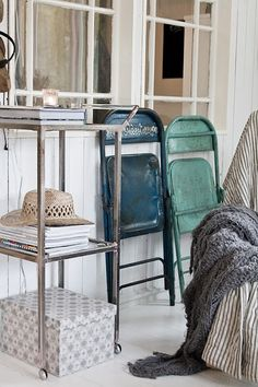 love the colors Swing Table, Metal Folding Chairs, Swinging Chair, House In The Woods, Rustic Chic, White Wood, Color Inspiration, House Design, Colours