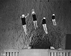 Fox Photos :: Women plunge at Mermaids Swimming Club, Highgate, London, 1929