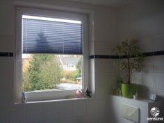 Grüner Farbtupfer Im Badezimmer   Mit Einem Sichtschutz Plissee Rollo Nach  Individuellem Maß #Fenster #Deko #Sichtschutz | BADEZIMMER | Pinterest