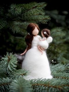 Mother Sculpture, Mother Daughter figurine, Decor gift for her, Christmas gift for mom, Felted Do. Christmas Gifts For Mom, Handmade Christmas Gifts, Diy Food Gifts, Gag Gifts, Personalized Mother's Day Gifts, Fairy Gifts, Friend Birthday Gifts, Felt Dolls, 1st Birthday Girls