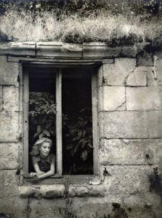 wistfully she waits (Jacqueline Lamba, ca 1935 -by Dora Maar)