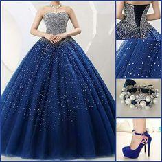 Vestido, hermoso con zapatos y accesorios que convinan
