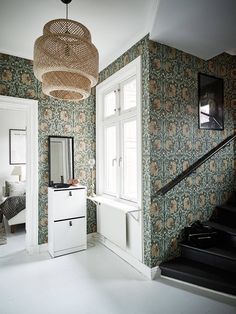 [Those William Morris wallpapers have aged remarkably well. They are true classics. William Morris Wallpaper, William Morris Tapet, Morris Wallpapers, Sinnerlig Ikea, Interior And Exterior, Interior Design, Decor Inspiration, Hallway Inspiration, Tudor House