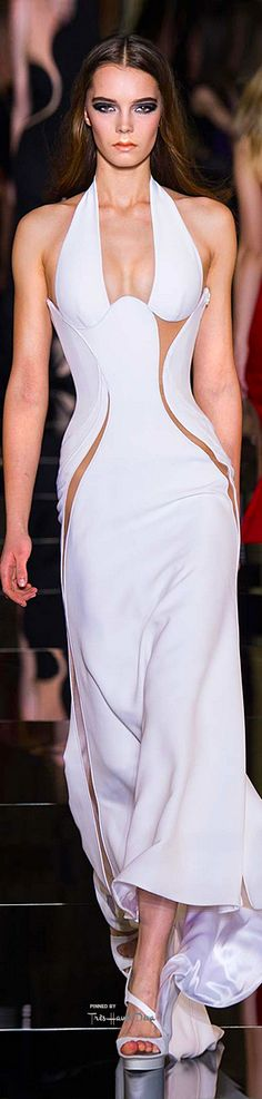 Atelier Versace Spring 2015 Couture ♔THD♔ Too much skin for my taste, but I love the geometrical artistry.