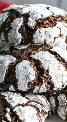 Chocolate cookies rolled in powdered sugar and baked to light & crumbly perfection. They're the perfect combination of brownies and crinkle cookies! Chocolate Crinkle Cookies, Chocolate Crinkles, Chocolate Madeleine Recipe, Holiday Desserts, Cookie Jars, Cookie Monster, Chocolate Recipes, Cookie Recipes, Sweet Tooth