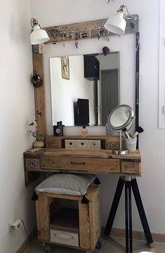 Super diy makeup vanity table to get Ideas Rustic Makeup Vanity, Makeup Table Vanity, Rustic Vanity, Vanity Ideas, Diy Makeup Vanity For Small Spaces, Diy Vanity Table, Makeup Tables, Farmhouse Vanity, Gray Vanity