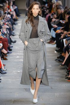 #MaxMara   #fashion  #Koshchenets    Max Mara Fall 2017 Ready-to-Wear Collection Photos - Vogue