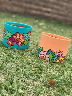 Flower Pot Crafts, Clay Pot Crafts, Diy And Crafts, Painted Plant Pots, Painted Flower Pots, Pots D'argile, Clay Pots, Pottery Painting Designs, Decorated Flower Pots