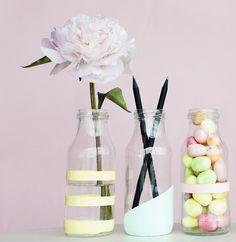 Forvandl gamle glasflasker og andre opbevaringsglas til smukke, dekorative vaser.