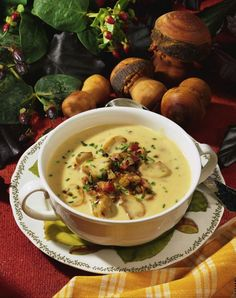 Champignon-Creme-Suppe Champignoncremesuppenrezept The post Champignoncremesuppe & Essen und Trinken appeared first on Mushroom recipes . Low Carb Chicken Recipes, Cooking Recipes, Healthy Recipes, Healthy Soup, Free Recipes, Mushroom Cream Soup, Cream Soup Recipes, Kenwood Cooking, Vegan Casserole