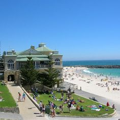 Cottesloe beach, Perth :) Can you believe we have such pristine beaches within the city area? Melbourne, Sydney, Moving To Australia, Australia Travel, Cottesloe Beach, Perth Western Australia, Exotic Places, Roadtrip, Best Cities