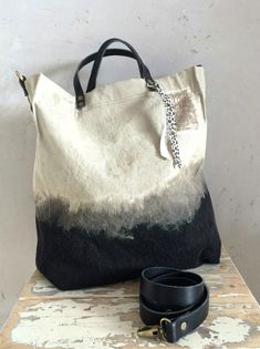 How To Tie Dye, How To Dye Fabric, Sac Week End, Diy Sac, Diy Accessoires, Boho Bags, Sewing Blogs, Handmade Bags, Handmade Bracelets