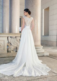 Wedding dress with semi-transparent back made of lace with beautiful Train of Giuseppe Papini