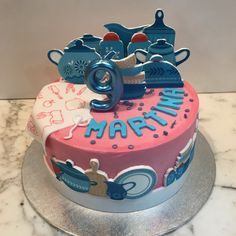 Tarta buttercream cocina. Birthday Cake, Cupcakes, Desserts, Food, Lolly Cake, Candy Stations, Cooking, Themed Cakes, Creativity