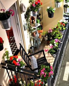 32 Space Saving Ideas Beautiful Balcony Designs with Modern Hanging Planters. Hanging planters save space and earn balcony designs far more functional. Small Balcony Decor, Tiny Balcony, Balcony Flowers, Porch And Balcony, Balcony Plants, Small Patio, Balcony Ideas, Small Balconies, Balcony Gardening