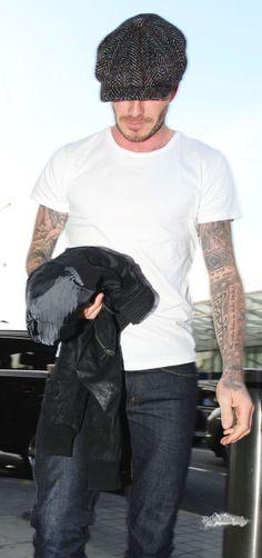 Estilo David Beckham, David Beckham Style, The Beckham Family, Daily Fashion, Mens Fashion, Baker Boy Cap, News Boy Hat, Flat Cap, Outfits With Hats