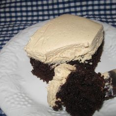 One of my family's favorite dessert is a chocolate cake with peanut butter frosting. I am always asked the recipe, so thought I should post it. This recipe makes about 3 to 4 cups of fluffy, delicious, peanut butter frosting that your family is sure to Whipped Peanut Butter, Peanut Butter Desserts, Cookie Desserts, Just Desserts, Delicious Desserts, Peanut Butter Frosting Easy, Yummy Food, Delicious Chocolate, Yummy Snacks