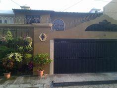 Hermosa casa en residencial privado en Colonia Utila por La Geo, Santa Tecla. Precio de venta $280,000.00 Negociables