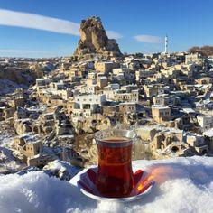 "Hatice Korkmaz The Color Queen on Instagram: ""Kapadokya'da -18 derecede hayat kurtaricimiz tabiki tavsan kani caydi☕️ good morning with Turkish Tea☕️ @sultan_cave_suites #cappadocia #turkey"""