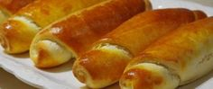 Recept Domácí voňavé rohlíky Hot Dog Buns, Hot Dogs, Shortbread, Sausage, Baking, Ethnic Recipes, Food, Pizza, Meal