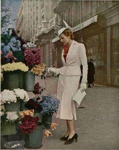 Maggy Rouff - Suit - L'Officiel De La Mode 190 (1937) vintage fashion style white suit jacket skirt dots shoes hat 30s model magazine print ad street