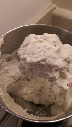 Your favorite recipe source for healthy food [Paleo, Vegan, Gluten free] Marshmallow fluff is a treat that surpasses most others. With this recipe its healthy and nutrient dense. Three simple ingredients and 14 minutes of your time will change your world. Paleo Dessert, Gluten Free Desserts, Marshmallow Fluff Frosting, Homemade Marshmallow Fluff, Recipes With Marshmallows, Great Lakes Gelatin, Paleo Treats, Favorite Recipes, Recipes