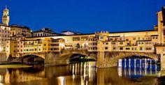 Questa immagine di Ponte Vecchio con la sua nuova stupenda illuminazione notturna ha già fatto il giro del mondo. E dal vivo è veramente uno spettacolo mozzafiato… http://bbfirenzemartini.it/firenze-portata-click/