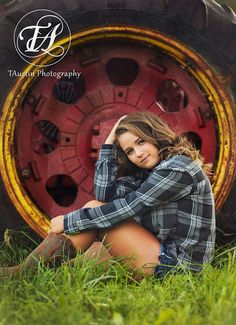 Country Girls and Tractors Senior Year Pictures, Country Senior Pictures, Senior Photos Girls, Senior Girls, Tractor Senior Pictures, Graduation Picture Ideas For Girls, Cowgirl Senior Pictures, Unique Senior Pictures, Girl Photos
