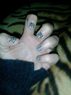 Leopardato nero sfondo panna by Yu me