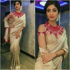 Shilpa Shetty Saree Style Best Indian Sarees Click visit link above to read Blouse Back Neck Designs, Saree Blouse Designs, Blouse Patterns, Ileana D'cruz, Indian Dresses, Indian Outfits, Sari Bluse, Lehenga Blouse, Saree Dress