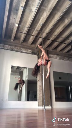 Pole Dance Moves, Pole Dancing Fitness, Pole Fitness, Workout Videos, Workouts, Fighting Poses, Girls Stripping, Aerial Dance, Beautiful Athletes