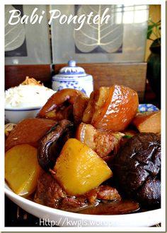 Stewed Meat With Fermented Soya Bean – Babi Pongteh (娘惹豆瓣酱燜蹄膀) - Guai Shu Shu Pork Recipes, Asian Recipes, Cooking Recipes, Ethnic Recipes, Oriental Recipes, Peranakan Food, Nyonya Food, Chinese Pork, Asian Pork