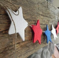 Stars and Stripes Forever---A Decorative Felt Banner for the Patriotic Home. Could use foam stars from the craft section too. Star Banner, Felt Banner, Star Garland, Felt Garland, July Crafts, Holiday Crafts, Holiday Fun, Christmas Crafts, Happy 4 Of July