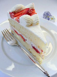 White Chocolate Mousse and Strawberry Layer Cake | Delicious Cooking