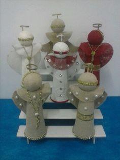 Anjinhos de juta,medindo 25 cm de altura,perfeito acabamento.Ideal para decoração de Natal ou para presentear pessoas queridas.